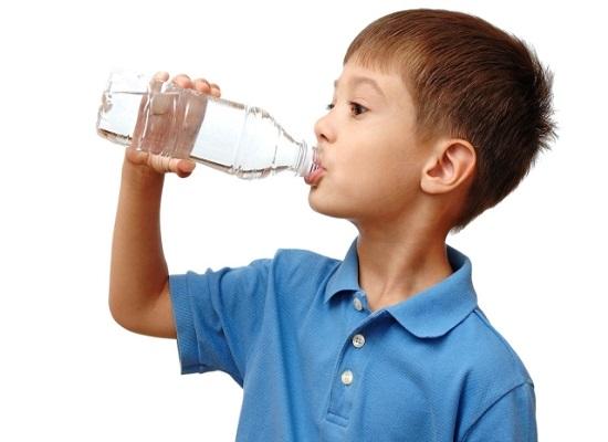Nên cho trẻ uống nước ion kiềm ngay từ khi còn nhỏ