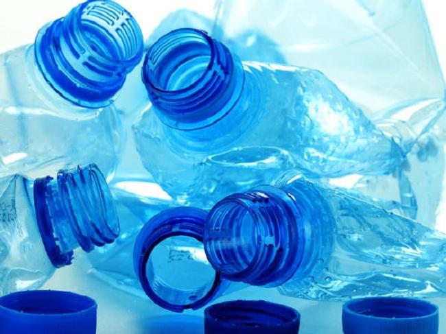 Nước đóng chai, đóng bình tiềm ẩn nhiều nguy cơ gây hại