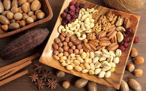 khẩu phần ăn của mẹ cho con bú nên có các loại hạt