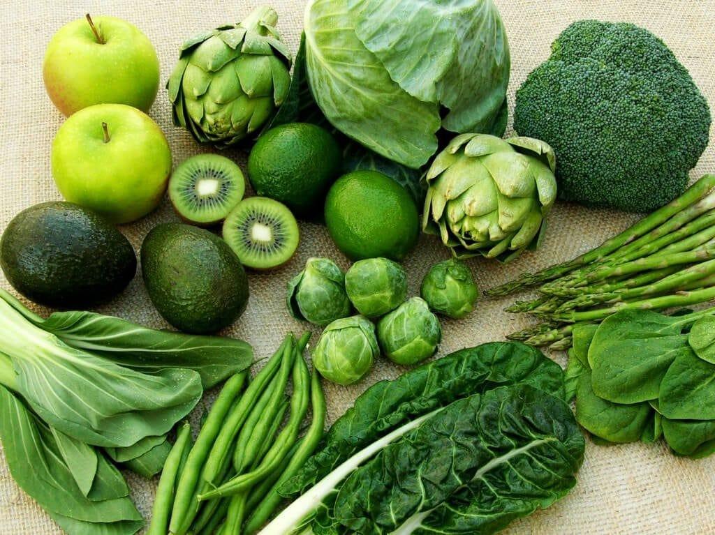 rau xanh là thực phẩm cung cấp canxi cho trẻ mẹ cần nên biết